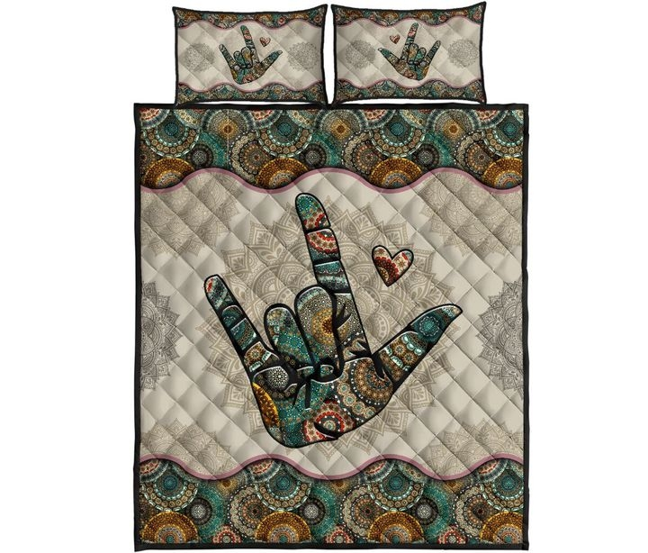 Interesting sign language vintage mandala quilt bedding set 11 Cool Vintage Quilt Bedding Inspirations