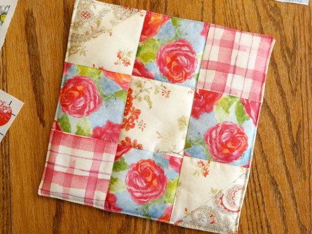 Modern pin ana england on placemats potholders quilted 9 Elegant Quilted Potholder Pattern Inspirations
