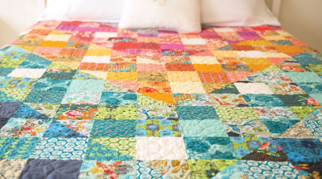 New color dive half square triangle quilt anna maria horner 9 Beautiful Triangle Patchwork Quilt Gallery