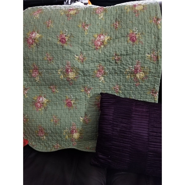 Stylish cozy line vintage floral quilted throw blanket Beautiful Vintage Floral Quilted Throw Inspirations