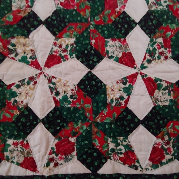 Stylish vtg pinwheel red green handmade quilt 85 85 11 Beautiful Vintage Handmade Quilts Inspirations
