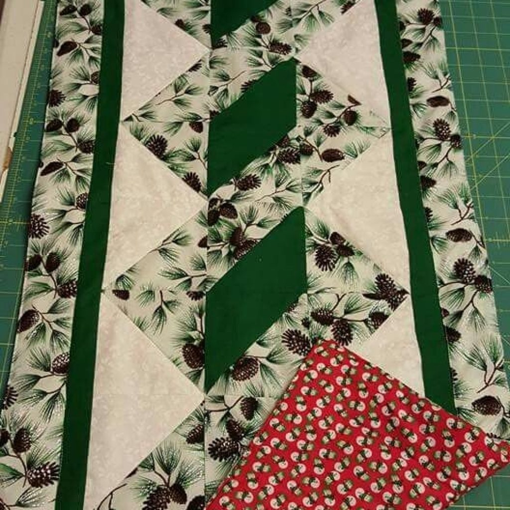 Cozy pole twist table runner free pattern quilted table 10 Interesting Quilting Patterns Table Runners Inspirations