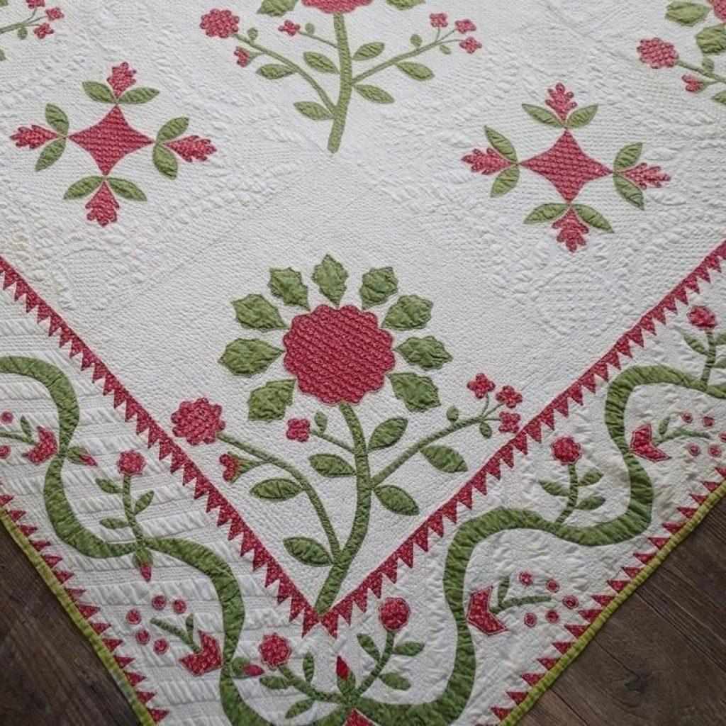 Interesting amazing christmas 1850s antique applique red green quilt 9 Stylish Antique Applique Quilt Patterns Inspirations