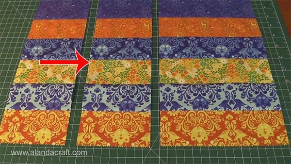 Interesting quick easy strip placemat tutorial using jelly roll strips 11 Cozy Placemat Patterns Quilted Inspirations
