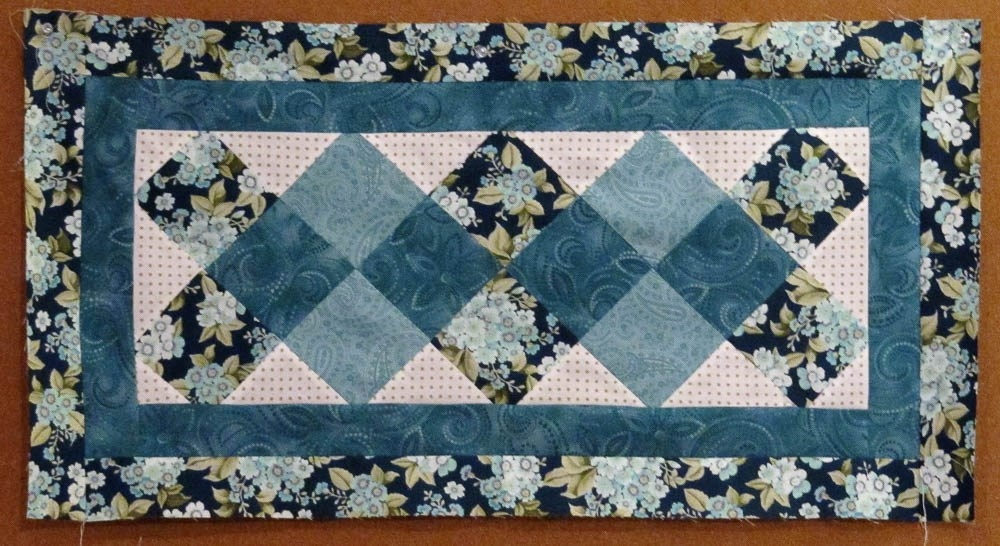 New 31 beautiful quilted table runners pattern the funky stitch 10 Stylish Easy Quilted Table Runner Patterns Inspirations