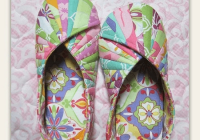 comfy slippers and travel bag are easy to make quilting digest Cool Quilted Slippers Pattern Inspirations