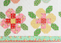 Elegant pieced flowers make a pretty quilt and mini quilting digest 9 Unique Flower Garden Quilt Pattern Inspirations