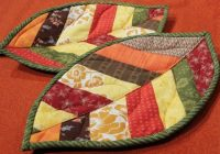 quilted leaf potholders are so easy to make quilting digest Elegant Quilted Potholders Patterns Inspirations