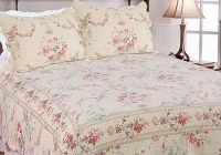Unique beautiful pink cream green rose beige vintage floral quilt 9 Interesting Vintage Floral Quilts Gallery